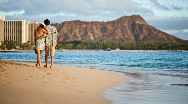 Hawaii_couplebeach_653x361