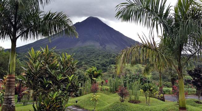 Arenal_volcano_01_l